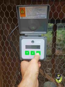 Porte automatique universelle pour poulailler